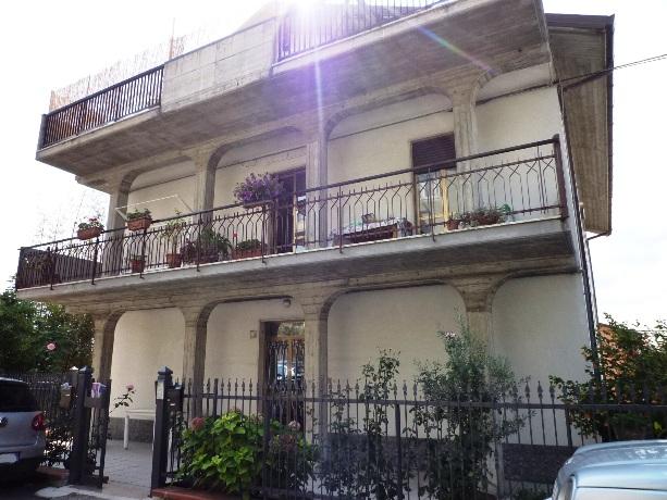 klp213 Casa semindipendente con garage