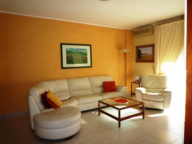 klp224 Ampio appartamento con garage