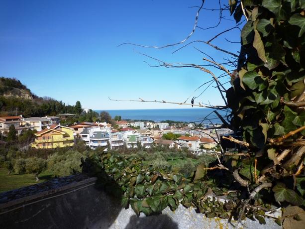 klp221 Villetta di testa con vista mare
