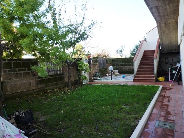 klp234 villetta con giardino e ampio garage