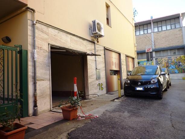 klp238 Garage in Centro città