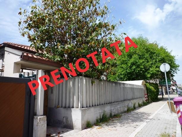 klp245 casa singola  con  corte e giardino privato