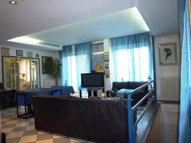 klp262 Ampio Appartamento con taverna a due passi dal mare