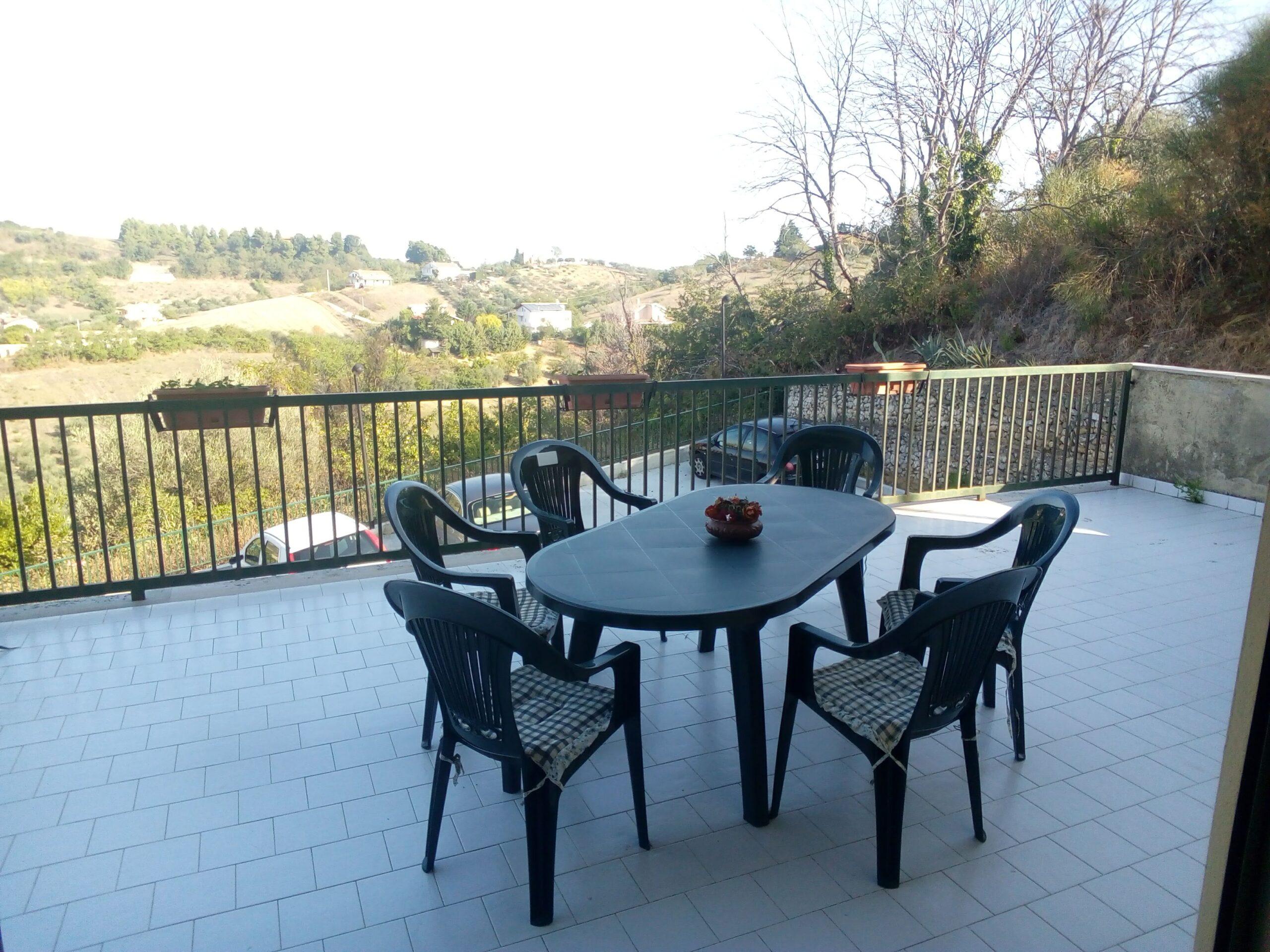 klp266 Appartamento con giardino privato e garage